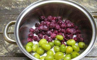 Компот из вишни и смородины на 3-литровую банку на зиму — простой рецепт от автора