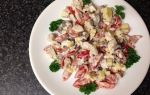 Куриные салаты с маринованными грибами: рецепты салатов слоями и перемешанных с курицей и грибами