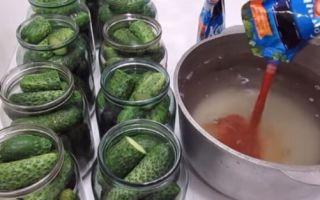 Засолка огурцов с кетчупом на зиму — 21 рецепт хрустящих огурцов в банках с пошаговыми фото