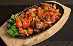 Мясо с грибами и помидорами, запеченное в духовке или тушеное в сковороде