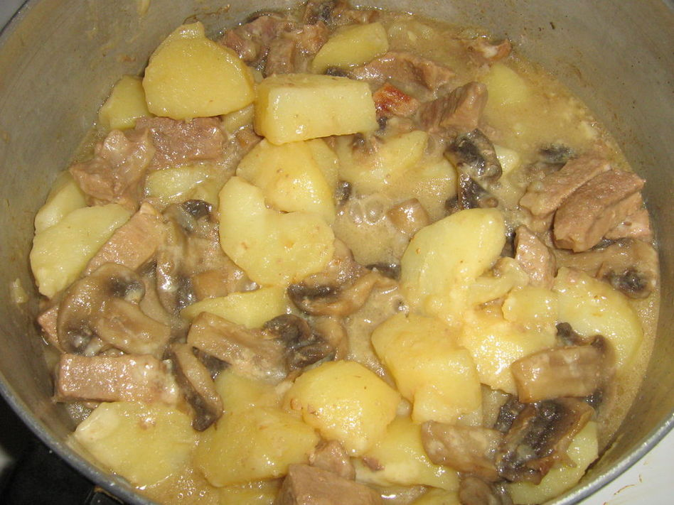 сушеные грибы в сметане на сковороде