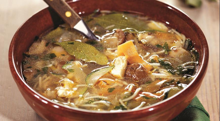 сварить грибной суп на курином бульоне