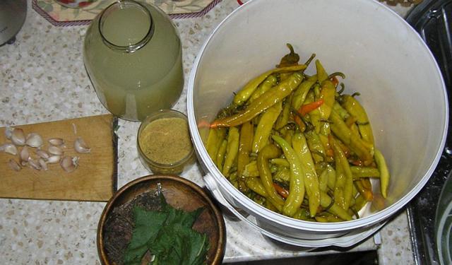 Маринованный перец по-армянски на зиму - простой пошаговый рецепт