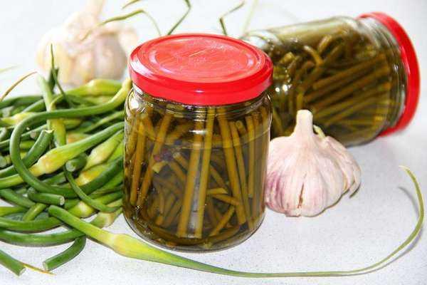 Маринованные стрелки чеснока на зиму - рецепт приготовления с пошаговыми фото
