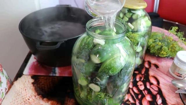 Сладкие маринованные огурцы в 1,5 литровых банках на зиму - 36 рецептов без стерилизации с пошаговыми фото