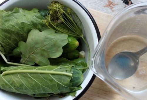 Кислые огурцы под железной крышкой на зиму - пошаговый рецепт с фото