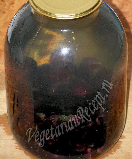 Компот из черного винограда с косточками на зиму - простой пошаговый рецепт