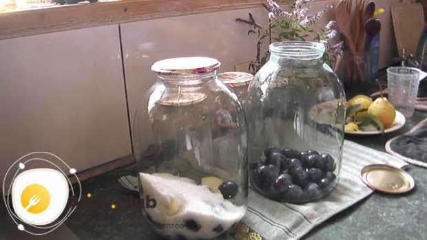 Компот из слив в 1 литровых банках на зиму - рецепт с пошаговыми фото