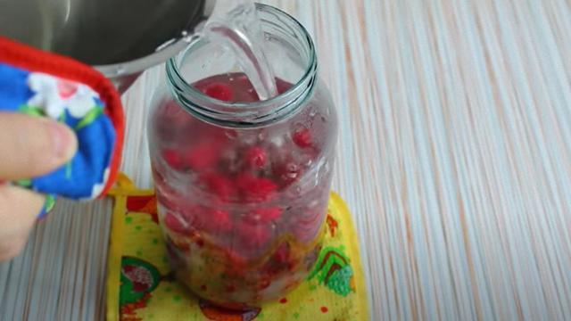 Компот из ирги с малиной на зиму - рецепт с пошаговыми фото