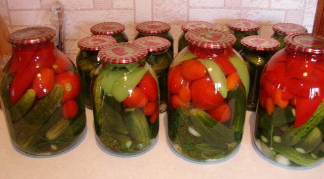 Ассорти огурцы и помидоры, маринованные в банках на зиму - 5 рецептов с фото пошагово
