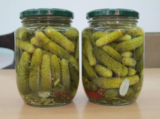 Хрустящие маринованные огурцы в банках на 1 литр на зиму - 5 рецептов с фото пошагово