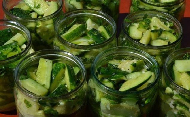Огурцы с петрушкой и чесноком на зиму - рецепт с пошаговыми фото