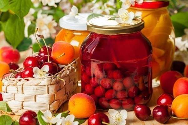 Компот из абрикосов и вишни без стерилизации на зиму - пошаговый рецепт с фото