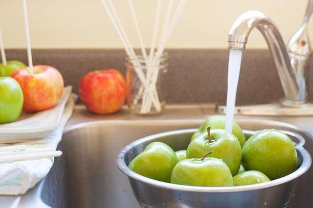 Яблочный сок через соковыжималку без стерилизации на зиму - простой пошаговый рецепт