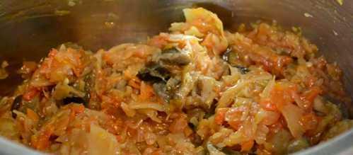 Солянка с огурцами, грибами и квашеной капустой на зиму - рецепт с пошаговыми фото
