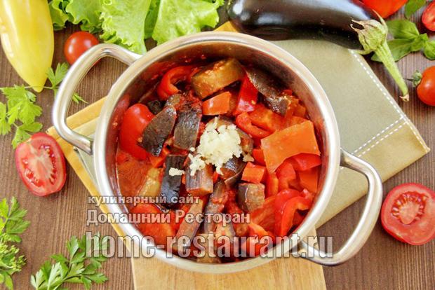 Баклажаны и перец в томатном соусе на зиму - рецепт приготовления с пошаговыми фото
