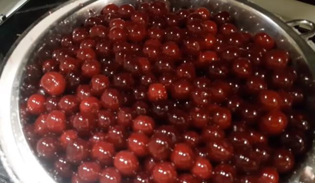 Варенье из вишни с косточками без воды на зиму - пошаговый рецепт приготовления