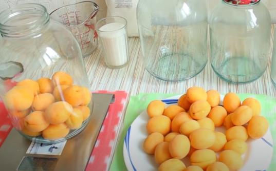 Абрикосы в сиропе на зиму - самые простые рецепты