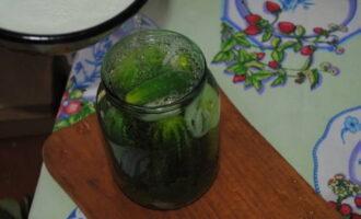 Огурцы в томатном соусе на зиму - 25 рецептов хрустящих маринованных огурцов в банках