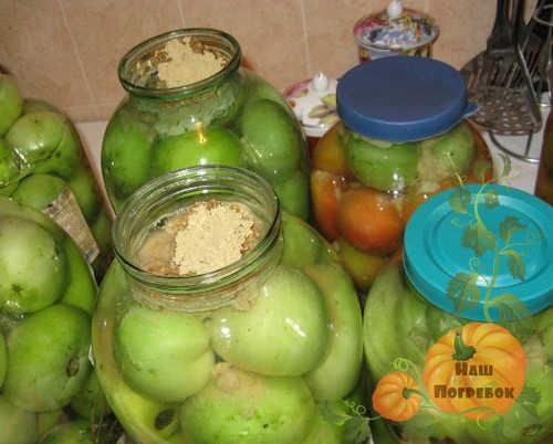 Квашеные зеленые помидоры в банках на зиму - простой пошаговый рецепт