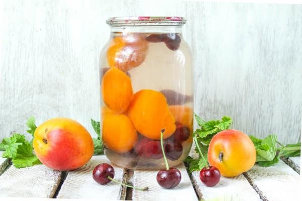 Компот из абрикосов с косточками на 1 литровую банку на зиму - рецепт с пошаговыми фото