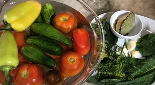 Ассорти из огурцов и помидоров на зиму - 33 рецепта заготовок в банке с пошаговыми фото