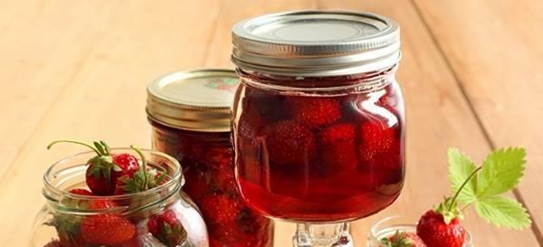 Клубника в собственном соку с сахаром на зиму - самые простые рецепты