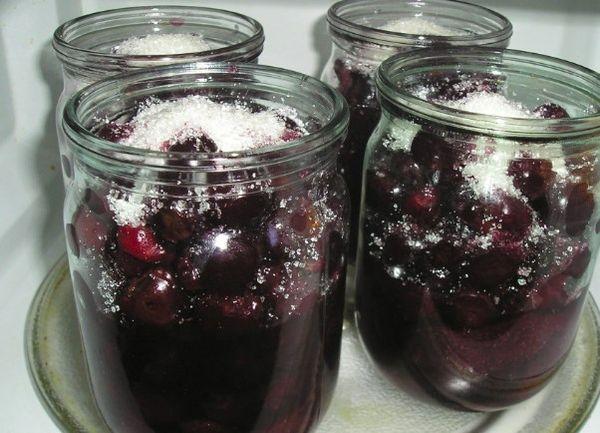 Вишня в собственном соку с сахаром без косточек стерилизованная на зиму - рецепт с пошаговыми фото