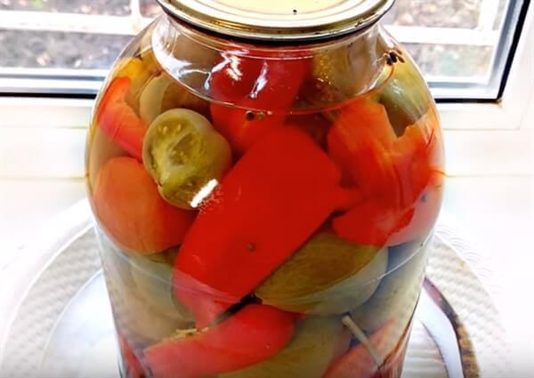 Соленые помидоры в банках для хранения в квартире на зиму - рецепт с пошаговыми фото