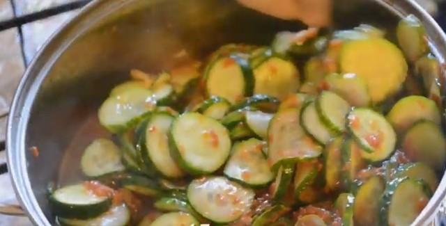 Салат на зиму из огурцов без стерилизации - 5 рецептов с фото пошагово