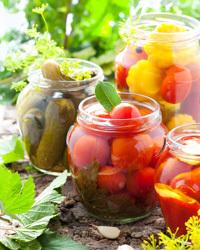 Огурцы с помидорами хрустящие на зиму - рецепт с пошаговыми фото