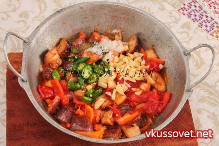 Салат из баклажанов, перца, помидоров и лука на зиму - пошаговый рецепт с фото