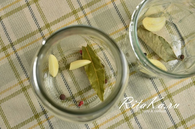 Помидоры с луком без стерилизации на зиму - рецепт с пошаговыми фото