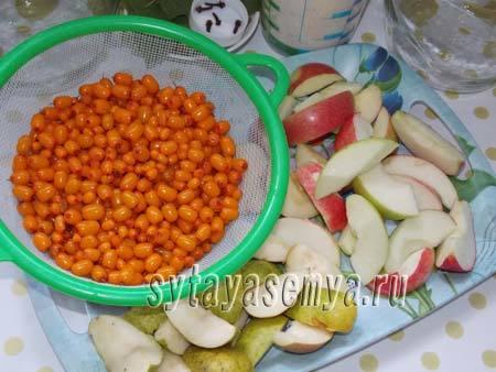 Компот из облепихи и яблок на зиму - простой пошаговый рецепт