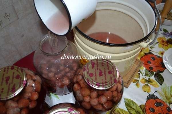 Компот из земляники на 2-литровую банку на зиму - простой пошаговый рецепт