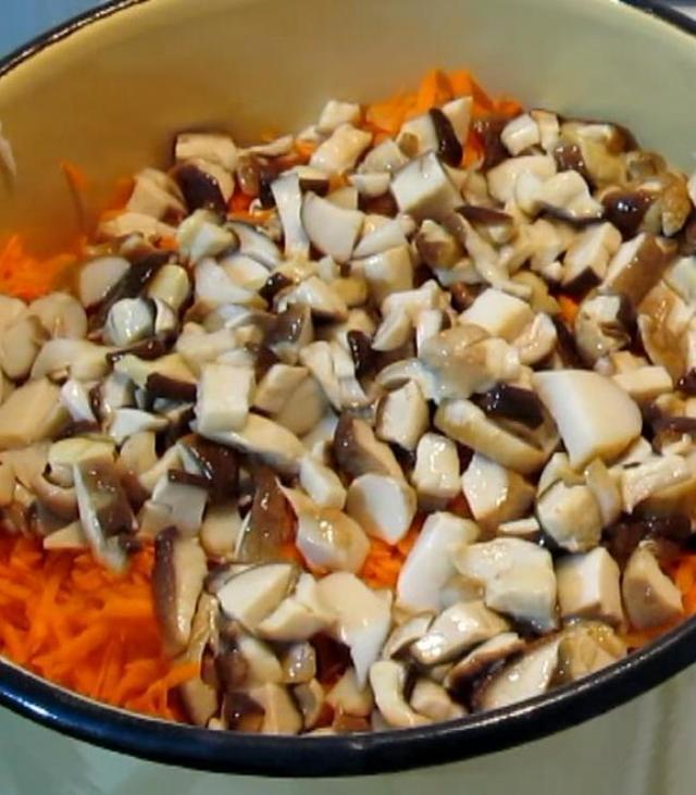 Солянка с помидорами, капустой и морковью на зиму - простой пошаговый рецепт