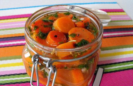 Маринованная морковь в банках на зиму - простой пошаговый рецепт