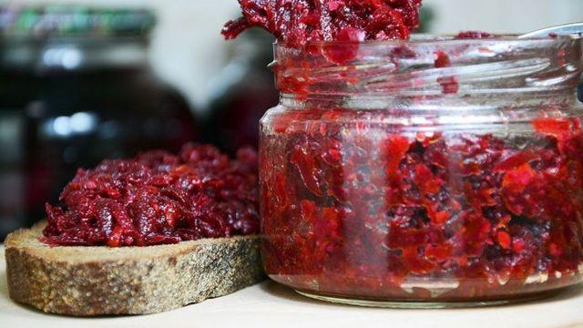 Салат из свеклы на зиму «Аленка» - простой рецепт приготовления с фото