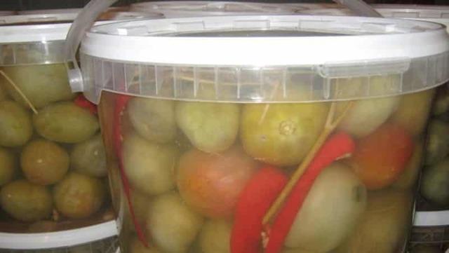 Засолка зеленых помидоров на зиму холодным способом в ведре - 5 рецептов с фото пошагово