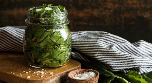 Как засолить щавель на зиму - простой пошаговый рецепт