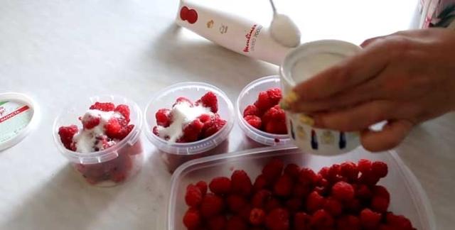 Толченая малина с сахаром без варки на зиму - простой и вкусный рецепт с пошаговыми фото