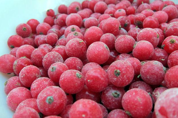 Сок из красной смородины с сахаром на зиму - простой пошаговый рецепт