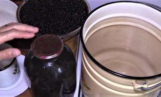 Компот из черной смородины на 3-х литровую банку на зиму - рецепт с пошаговыми фото